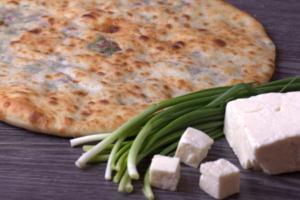 Осетинские пироги с зелёным луком и сыром «Кадындзджин»